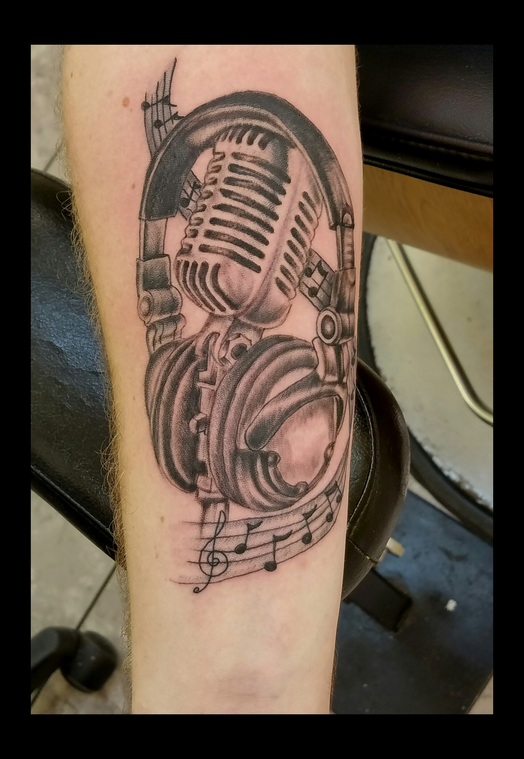 Microphon Head phones tattoo by Ruben